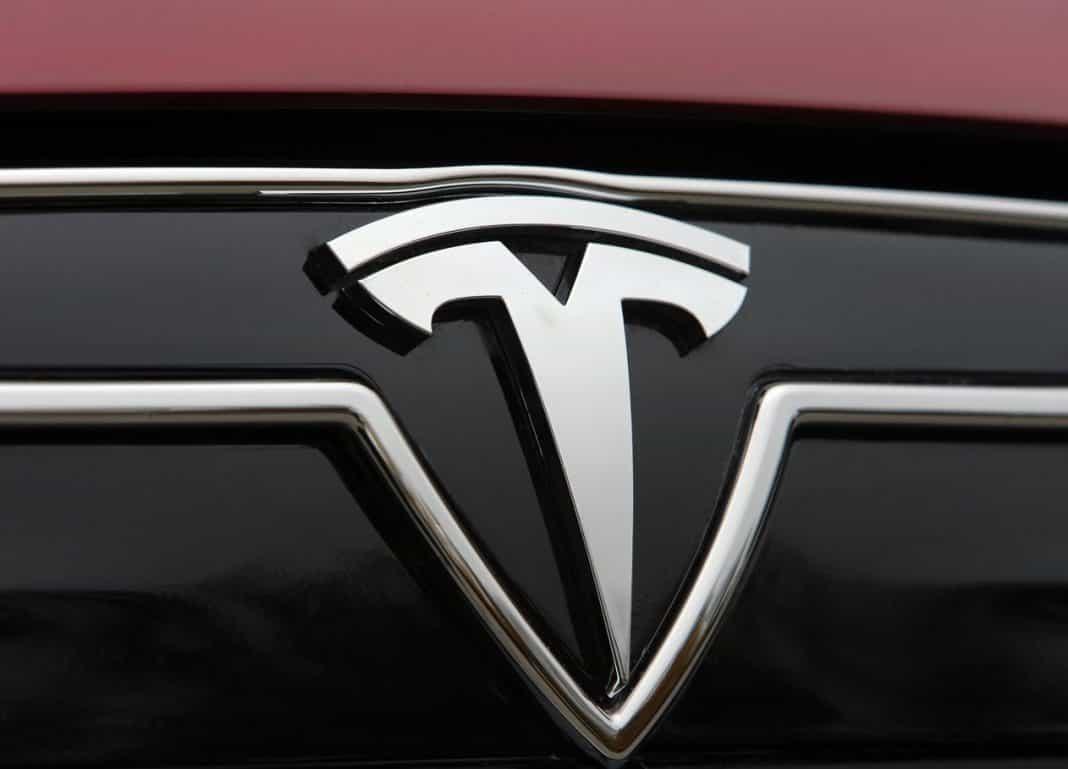 Логотип Tesla.