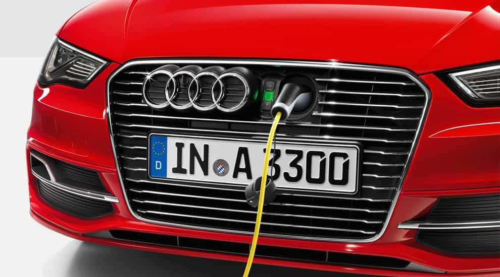 Audi A3 e-tron подзарядка.