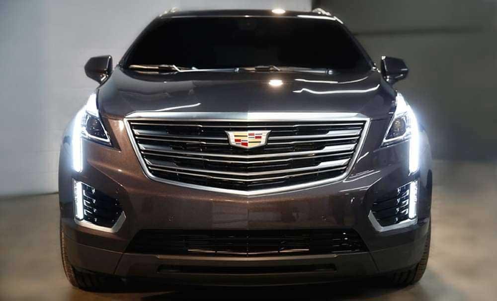 Cadillac XT5 вид спереди.