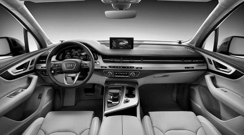 Audi Q7 e-tron 2016 салон.