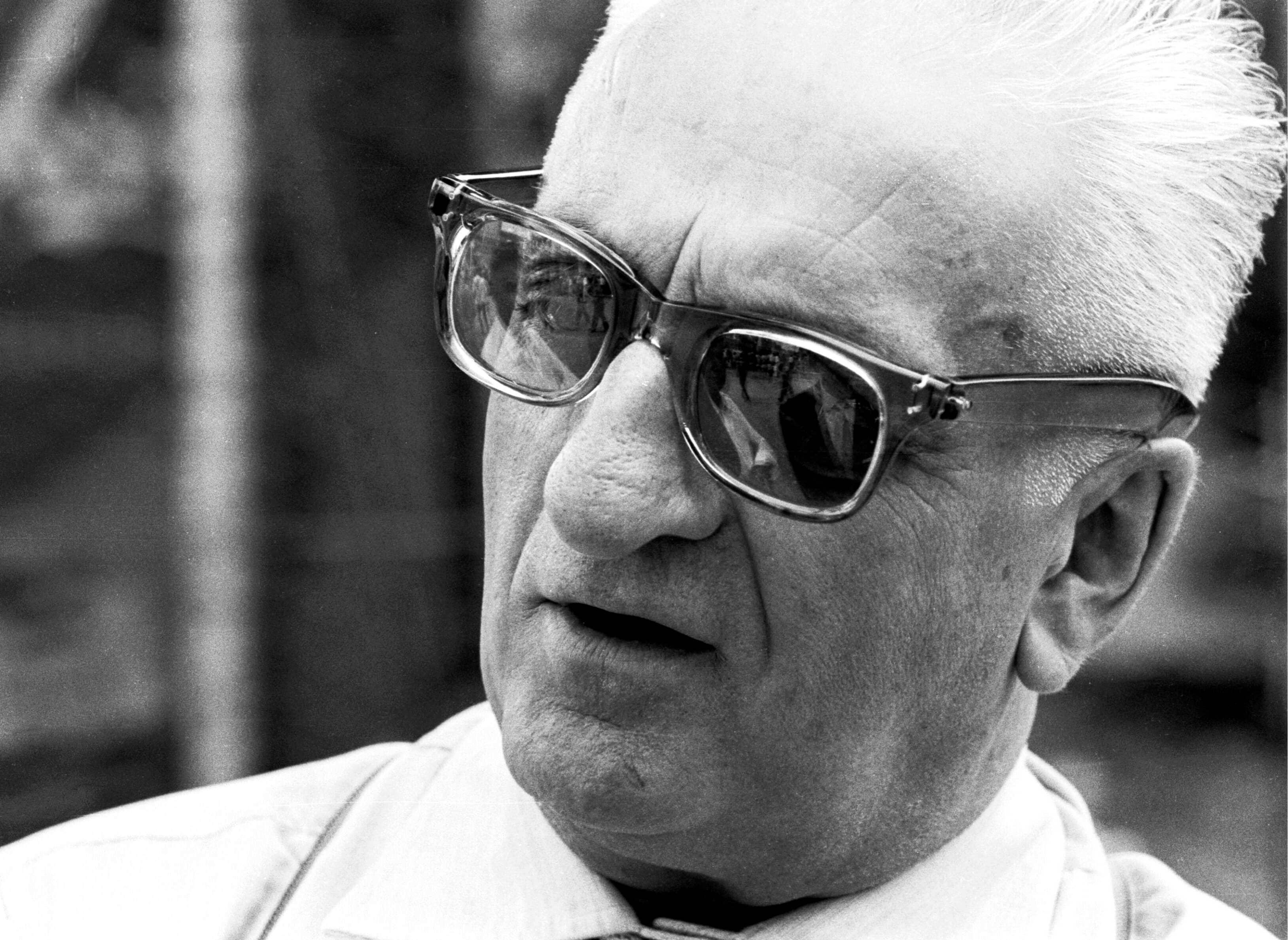 Энцо Ансельмо Феррари родился в Модене перед рубежом веков. Он начал как гонщика, но скоро счел, что реальный талант заложен в подготовке гоночных автомобилей, а не их вождении.