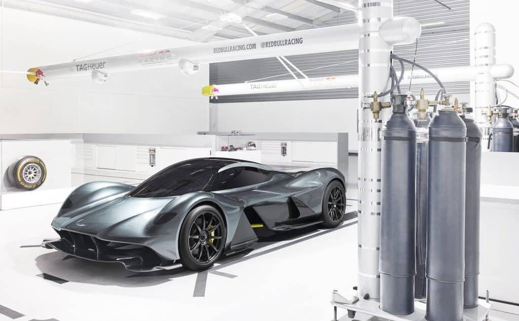 Мало компаний способно разработать и воплотить в жизнь гиперкар. Сегодня Aston Martin заявил о своем намерении выпустить один из них.