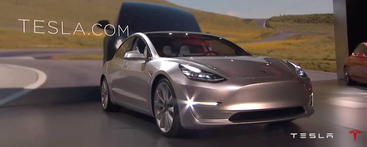 Tesla готовиться выпустить самое большое свое обновление. В него будет входить, как обновление интерфейса, так и некоторых функций автомобиля.