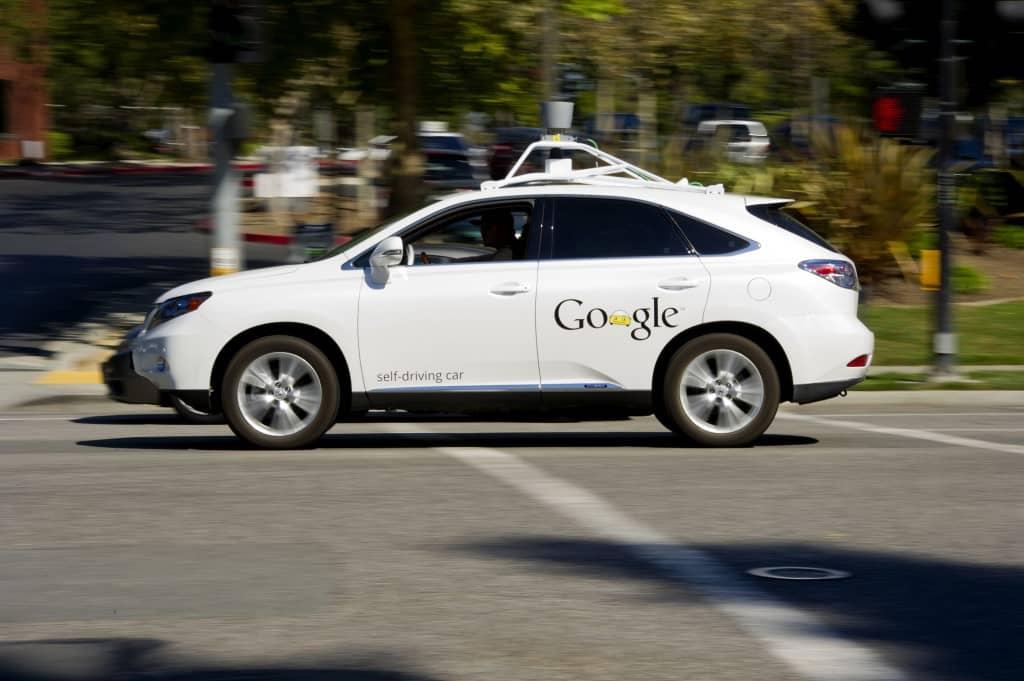Тест автономного автомобиля в городе.