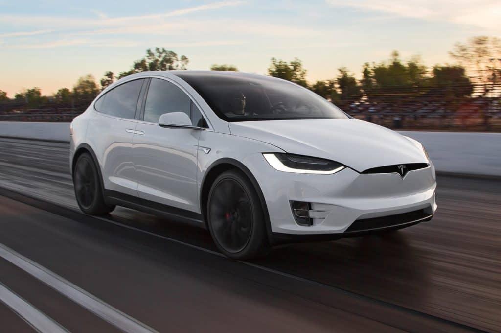 И вот снова на Tesla обрушиваются неудачи. После недавней аварии с летальным исходом, зафиксировано еще 2 случая, когда автопилот совершил ошибку.
