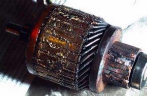 Подгоревшие витки обмотки ротора.