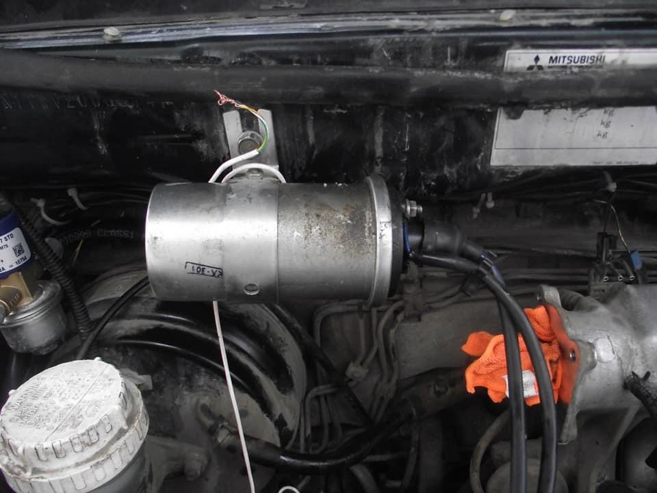 Стартер крутит двигатель не заводится.